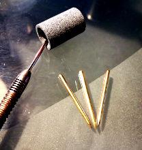 Mit einem Schleifstein lassen sich deine Darts wieder spitzen